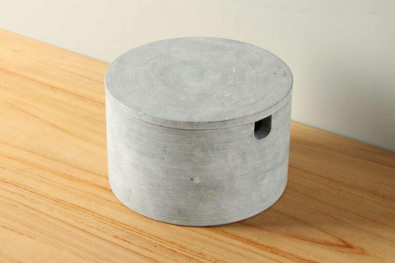 Pot natuursteen met platte deksel groot